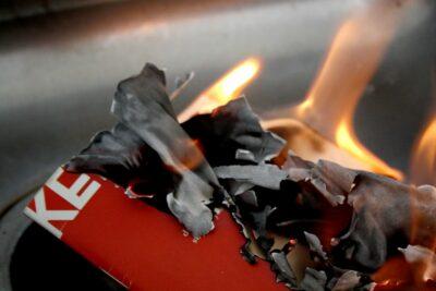 Kerosène : carnet d'incendies de Sophie Jeukens, collection Broches à foin